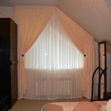 Нестандартные шторы для треугольных окон - рис.1