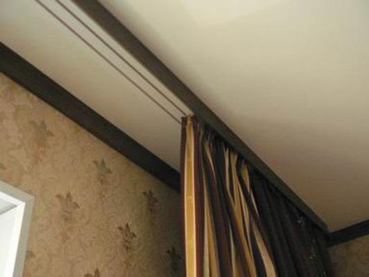 алюминиевый потолочный карниз фото
