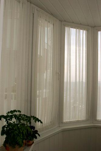 Гардины для пластиковых окон на балконе..